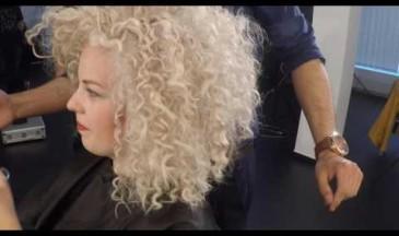 Hier im Video zeigt Mousa, wie sehr er den Friseurberuf liebt! Unbedingt anschauen!