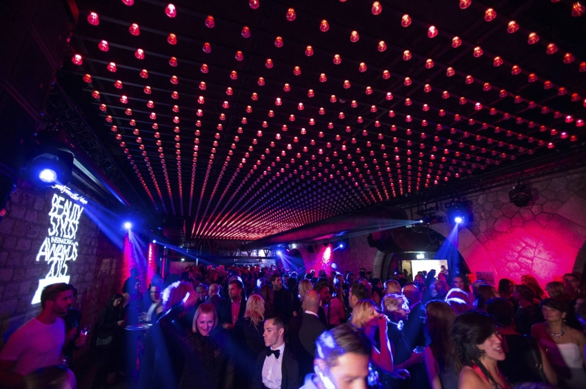 Glamouröse Award-Party im kultigen Faust in Paris.