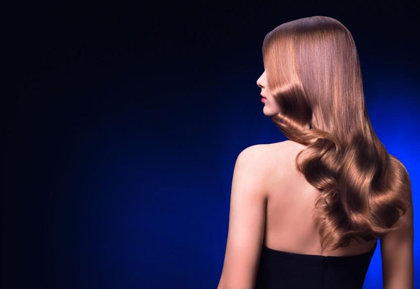 """Punktgenaue Pflege ist der Wunsch aller Friseurkundinnen! Aber was tun bei unterschiedlichen """"Baustellen"""" auf nur einer Haarlänge? Das Haar benötigt Feuchtigkeit am Ansatz, Glanz in den Längen und eine tiefgreifende Regeneration in den Spitzen…  ESTEL HAUTE COUTURE LAB bietet die optimale Lösung."""